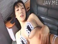【xvideos】Hカップ巨乳のお姉さんがマイクロビキニを身にまといセクシーポーズを決めるイメージビデオ