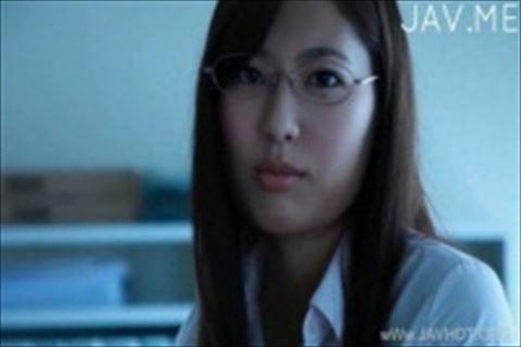 【イメージビデオ】タイトなスカートとインテリ眼鏡がエロい美形美人娘とのバーチャル恋愛イメージビデオ