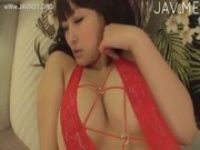 【xvideos】綾音江美可愛い巨乳の彼女にエッチな衣装を着せて二人きりで別荘で過ごすというシチュエーションの着エロイメージビデオ