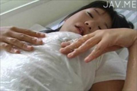 【南出かな】砂浜で両乳首にローターを張り付けマ○コにもローターつけた巨乳の女の子がよがる着エロイメージビデオ