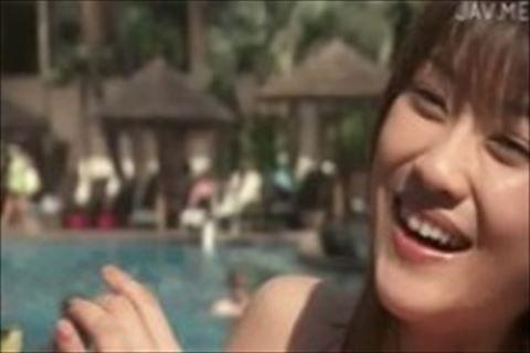 【原幹恵】ハワイのプールで楽しそうにはしゃぐ巨乳娘のイメージビデオ