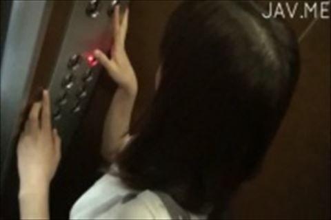 【イメージビデオ】制服姿の童顔系娘を自宅に連れ込んで擬似オナニーさせちゃう過激イメージビデオで食い込んだマン肉がw