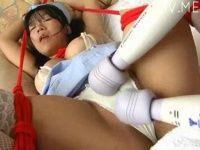 【xvideos】巨乳ナースコスの女の子がお尻をスパンキングされたり、縛られて電マ攻めにされるイメージビデオ