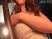 【xvideos】巨乳ギャルがいたずらな笑顔で微笑みながらおっぱいをわざと揺らして見せつけるイメージビデオに萌えるw