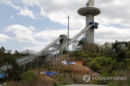平昌ジャンプ台 防風ネットは現在「日本で製作中」だって…