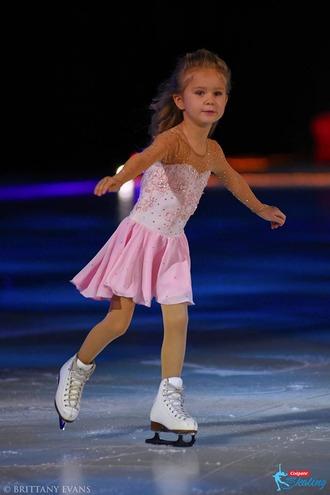 スルツカヤさん 親子でスケートの可愛いお写真
