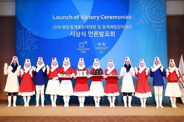 表彰式の係の人達のユニフォーム と 表彰台 が発表になった