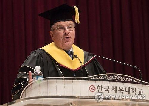 IOCバッハ会長 カノ国体育大学から名誉博士号をもらった