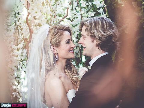 チャーリーとタニスの結婚 1 ピープルの記事