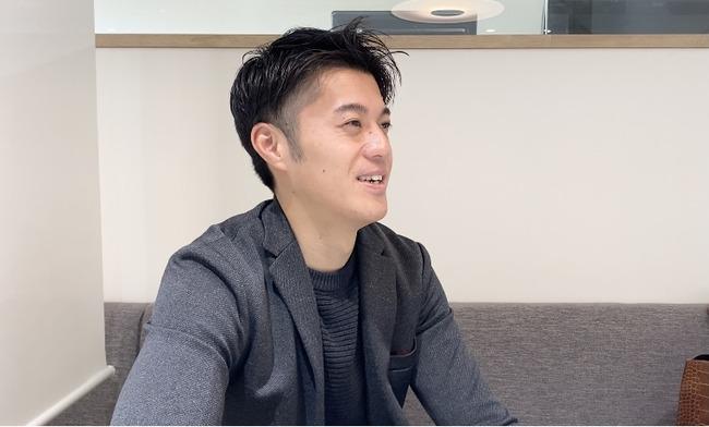 インタビューに答える小俣翔吾さん