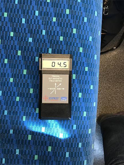021711車内通路電磁波2