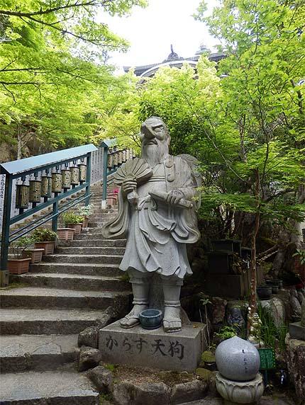 厳島参拝5月23摩尼殿天狗