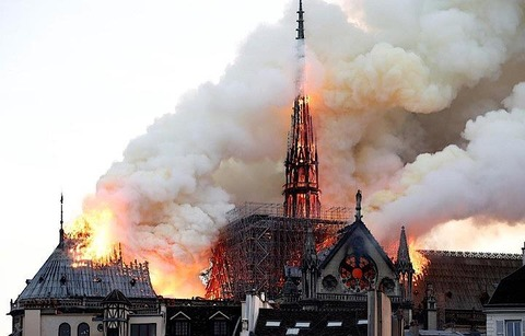 2019年4月ノートルダム寺院火災(1345年竣工)改修工事業者の煙草