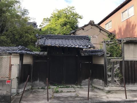 法隆寺近くの廃屋 (1)