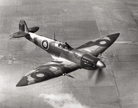 Spitfire_VII_Langley_USA
