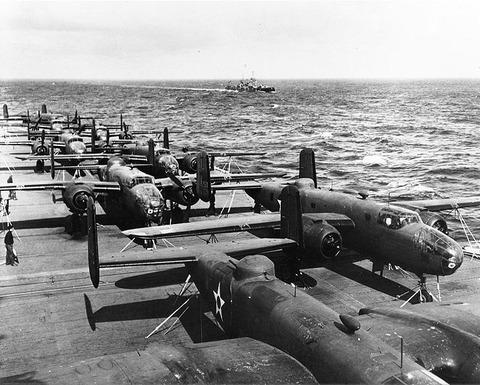 USS_Hornet_flight_deck_April_1942