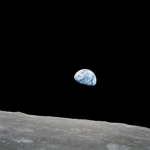 768px-NASA-Apollo8-Dec24-Earthrise
