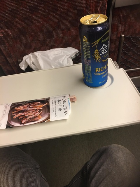 新幹線で飲む酒は何故うまいのか?