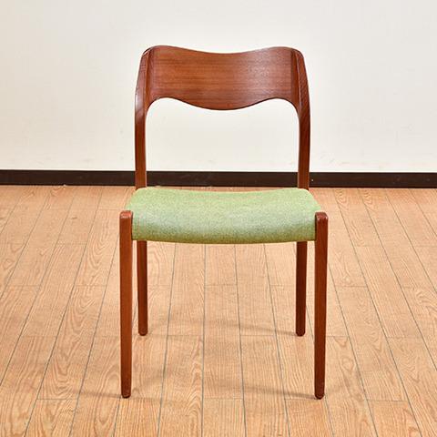 美しい脚・ラインが素敵なモデル的デザイナーズ椅子