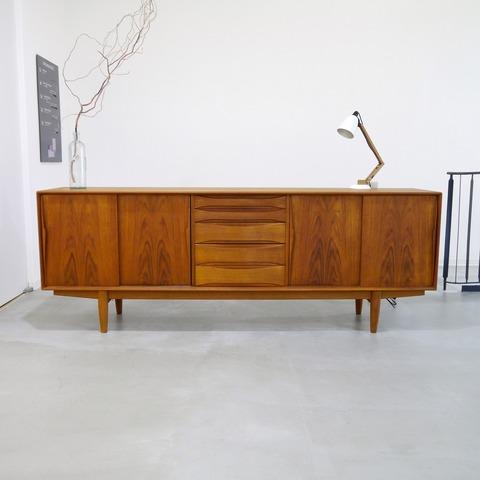 人はなぜ脚付き家具に魅力されるのか。