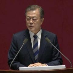 文大統領「韓日は未来志向で」発言 日本「両国関係厳しい」