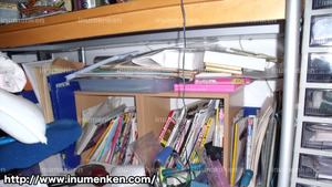 m_r_03(自分の部屋_6畳の机の下の本棚
