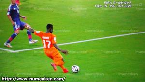 tv_23(サッカーW杯「日本VSコートジボワール」2点目クロスボール