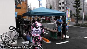 n_p_28(コンビニ「ファミリーマート」打ち水(足立区・東保木間)