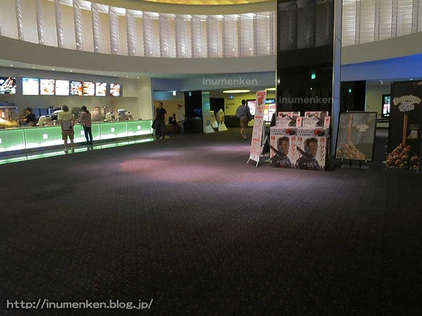 m_152_(足立区・西新井アリオの映画館ロビー