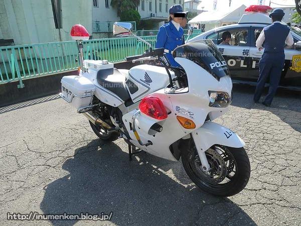 n_p_110(東京拘置所矯正展で白バイ