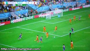 tv_12(サッカーW杯「日本VSコートジボワール」前半、長友のパス