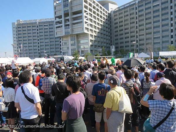 n_p_116(東京拘置所矯正展でAKB高橋みなみ