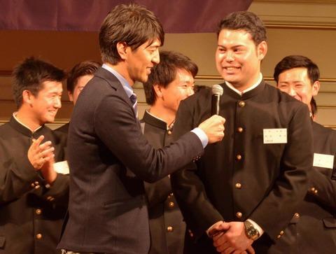 楽天・ドラ2岩見 母校慶大の祝賀会に参加「新人王を目指していきたい」