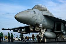 US_Navy_FA18F_SuperHornet_180225-N-GP724-1010A