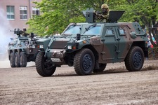 軽装甲機動車 (4)