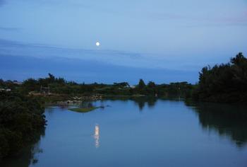 32たいこ橋からの満月 (1024x691)
