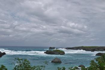 台風の中の島
