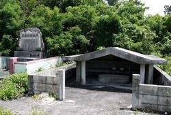 17豊見氏親墓碑  (852x576)