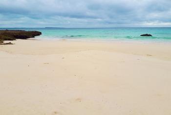 渡口の浜南の白砂ビーチ (1024x690)