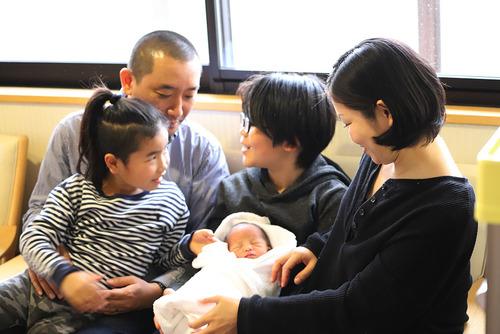 生後2日目の家族写真