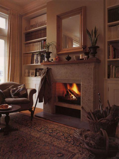 3-二階居間暖炉