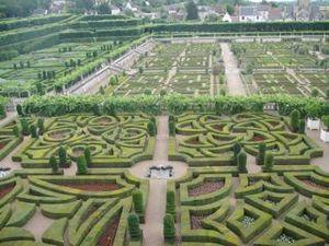 見事な整形式庭園