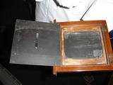 この箱にネガとなるガラス板を挟みます。