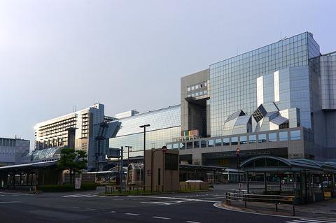 1024px-130609_Kyoto_Station_Kyoto_Japan03s3