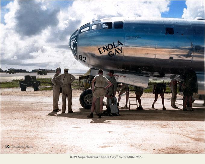 B-29_Superfortress_Enola_Gay_82_03a