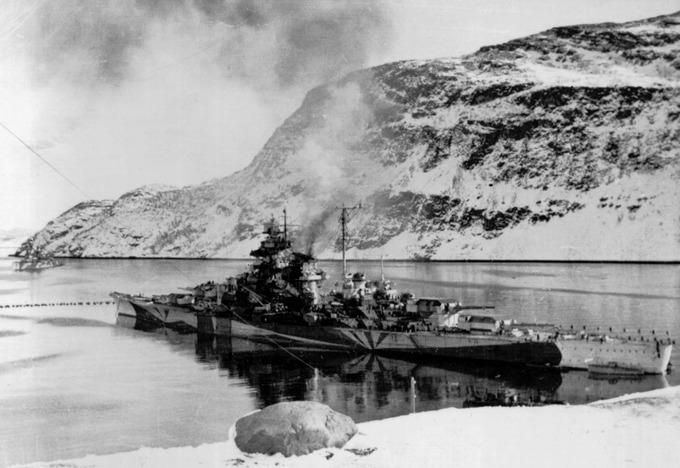 battleship_Tirpitz_in_Norway_00