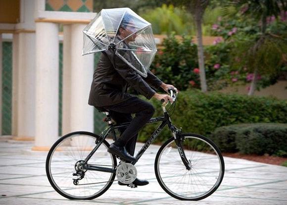 おもしろい。雨の日でも自転車 ...