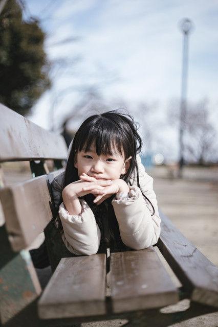 少女「なにしてるの?」 おじさん「なにも、ただこうやって座っているのさ」