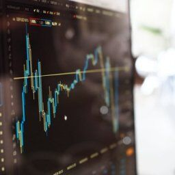 SBI証券の口座開設したてのワイにお勧めの株銘柄を教えるスレ