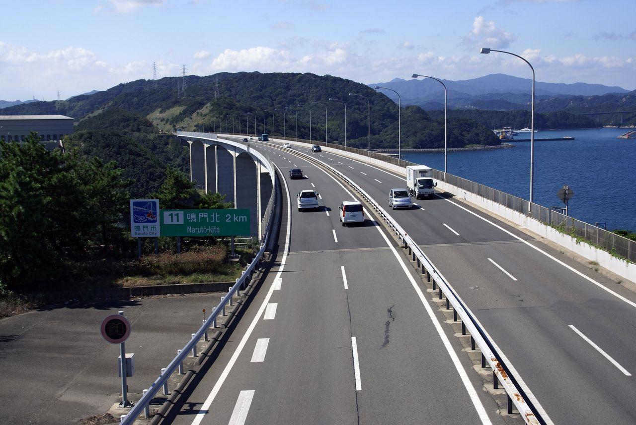 高速道路の出口を通り過ぎても安心して! 「特別転回」というのがあります!